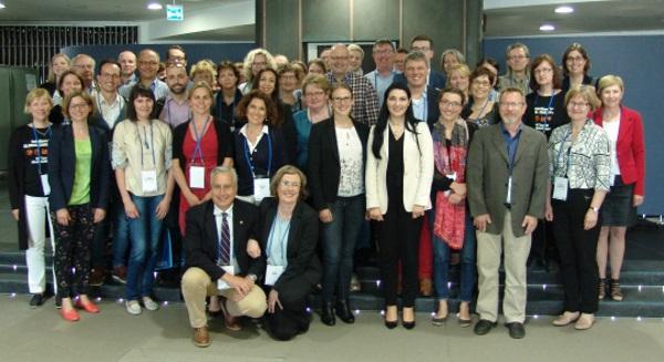 Hometoksiinien hallintaan liittyvään työpajaan osallistui 70 osallistujaa 17 eri maasta. Edessä MycoKey-projektin koordinaattori Antonio Logrieco, CNR-ISPA/Italia ja työpajan koordinaattori Arja Laitila, VTT, Suomi.