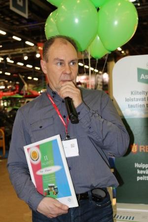 Kari Alasaari kertoi viljelymenetelmistään Ascra Xpro -satokisan palkintojenjakotilaisuudessa Helsingin MaatalousKonemessuilla.