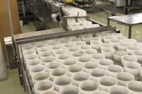 Myllystä purkitetut maanäytteet etenevät mm. VT- eli viljavuustutkimukseen ja EDTA- eli hivenravinnetutkimukseen.