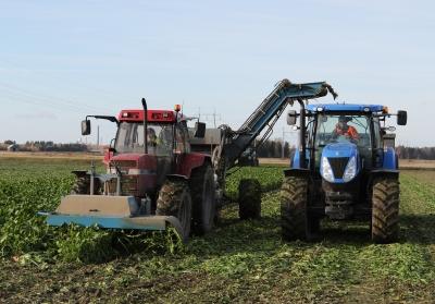 Edenhall-nostokoneet painavat noin 2,5 tonnia, jolloin traktorin kanssa painoa kertyy yhteensä noin seitsemän tonnia.