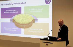 Tero Hirvi kannusti viljelijöitä ottamaan käyttöön kestävän viljelyn periaatteet.