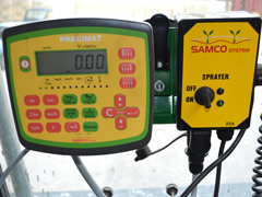 Kylvömonitori varmistaa että kone kylvää halutun määrän siementä hehtaarille