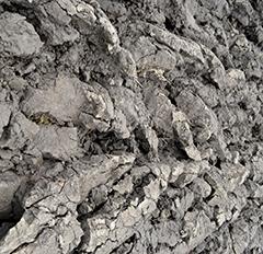 Tämä savipelto on jo niin tiivistä, ettei hyvissäkään olosuhteissa kyntö ole hyvin onnistunut.